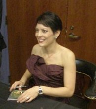 Anne_Akiko_Meyers_signing_CDs_resuzed_and_cropped_1.jpg