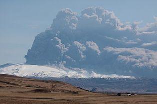 Eyjafjallajokull_volcano_plume_2010_04_18.JPG