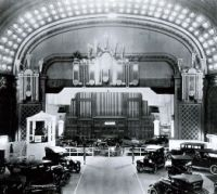 Music_Hall_organ_straight_three.jpg