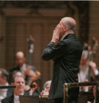 Paavo_blowing_kisses_to_the_CSO_51411_1.jpg