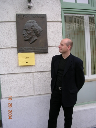 Paavo_re-sized_outside_Konzerthaus_in_Vienna_102904.jpg