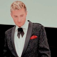people-pianist-jean-yves-thibaudet-mask9.jpg